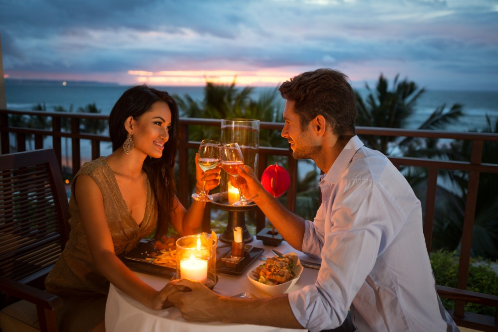 couple enjoying a romantic dinner by candlelight. Image credit: Thinkstock