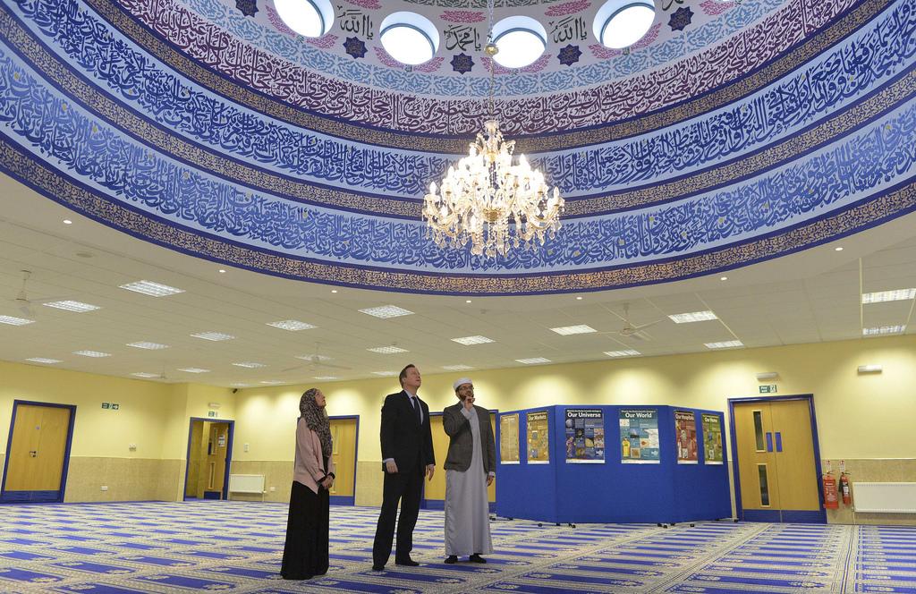 David Cameron visits Makkah Mosque